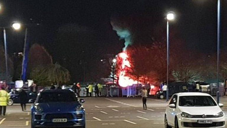 Helicóptero del dueño del Leicester se incendia fuera del estadio
