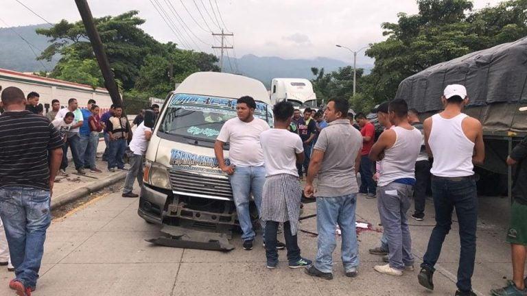 Accidente vial en SPS; fallo mecánico provoca la muerte de un motorista de microbús