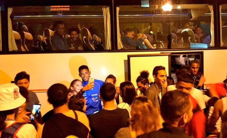 """¡A pesar del """"maltrato"""" público catracho en España ovacionó a la """"H""""!"""