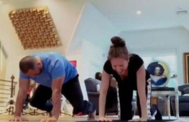 Tonatiuh Arriaga hace sufrir a Thalía con dolorosos ejercicios de yoga
