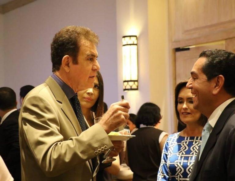 Salvador Nasralla se excusa por fotografía con «Toño» Rivera