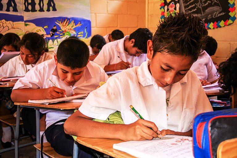 Ministro de Educación espera comunicación de Copeco para suspender clases