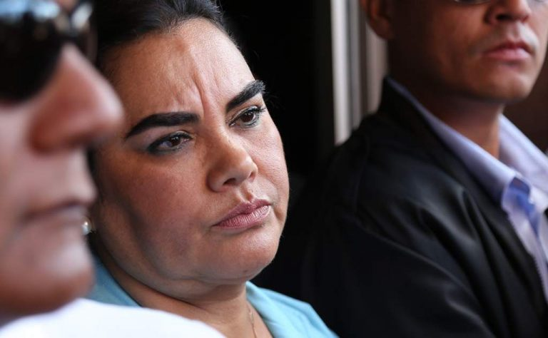 Ex primera dama, Rosa Elena de Lobo, ingresa de emergencia al Hospital Militar