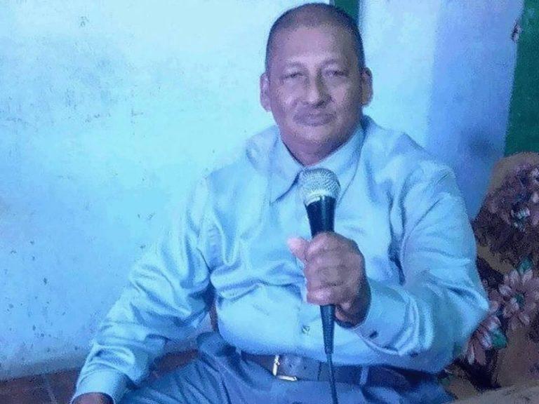 """Repudian al """" apóstol """" Santiago Zúñiga en Guatemala y desean """"quemarlo"""""""