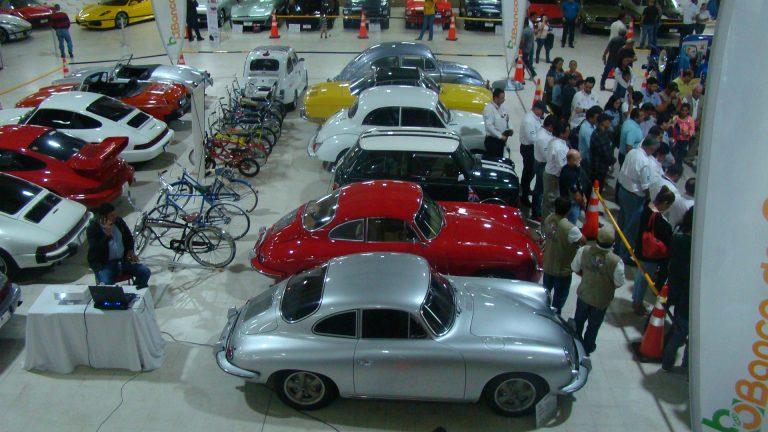 Sampedranos regresan al pasado con exhibición de autos clásicos en Expocentro