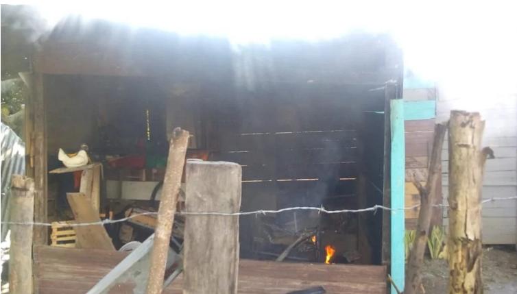 Desgarrador: familias prefieren quemar sus casas antes de ser desalojadas en SPS