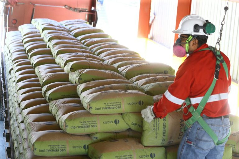 Anuncian rebaja de L 30 al cemento, pero solo para proyectos del Estado
