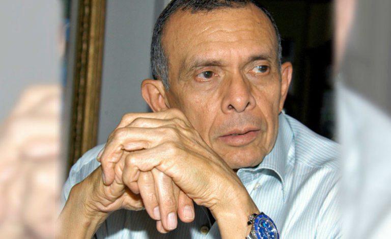 """Porfirio Lobo pide investigar quién ordenó engrillar de pies y manos a su """"Rosita"""""""