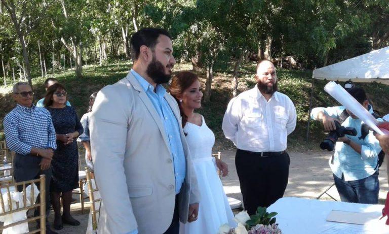 ¡Y lo hizo en secreto! Suly Calix, periodista de HCH, se unió legalmente con su novio