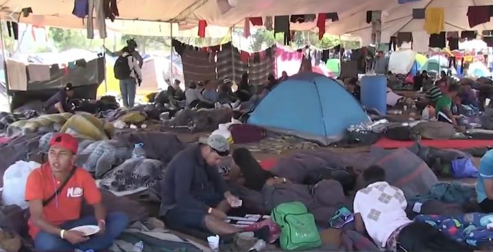 Caravana de migrantes tiene que esperar hasta 56 días para que su petición de asilo sea atendida