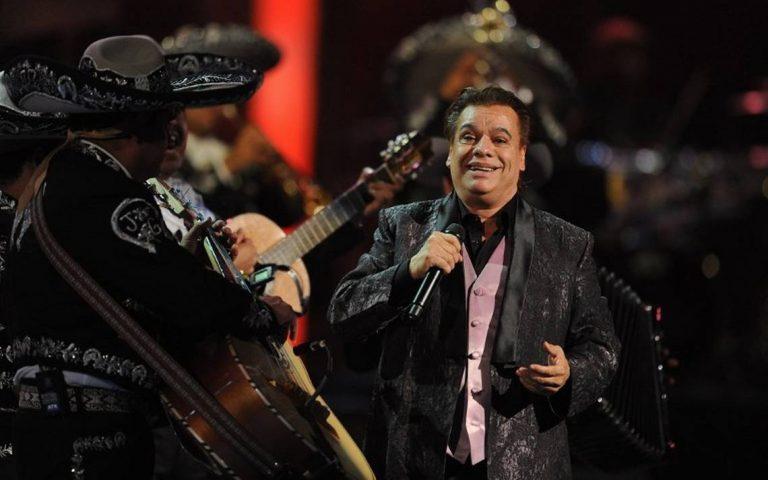 Juan Gabriel está vivo y volverá en diciembre a los escenarios, asegura exmanager del artista