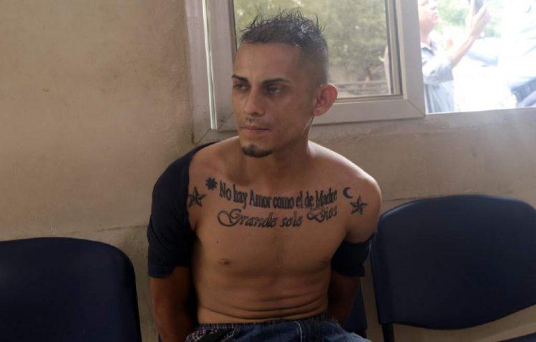 Señalado de intentar robar dinero a ciudadano que recién salía de banco en salida a La Lima