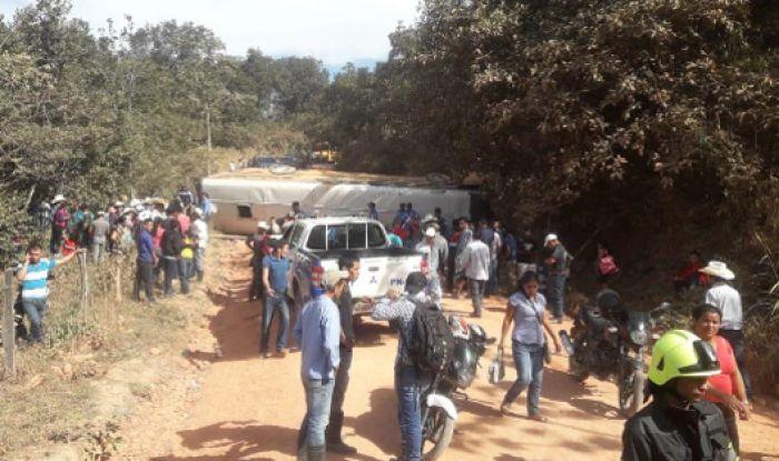 Tragedia en Gracias: un muerto y más de 20 heridos en volcamiento de autobús