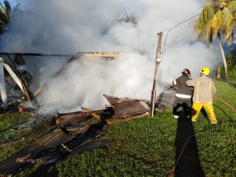 VÍDEO: casa es reducida a cenizas tras incendio en El Progreso