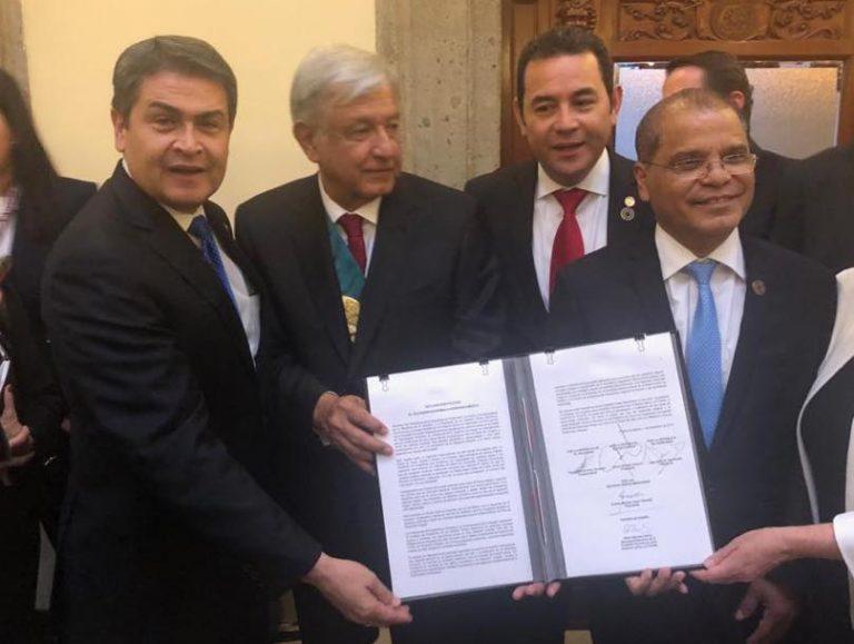 JOH firma Plan de Desarrollo Integral con AMLO para frenar la migración irregular