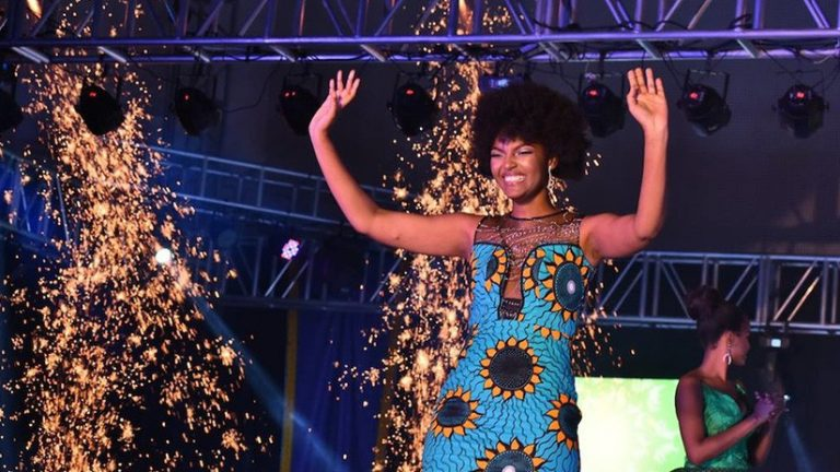 Cabello de Miss África 2018 arde en llamas en plena coronación