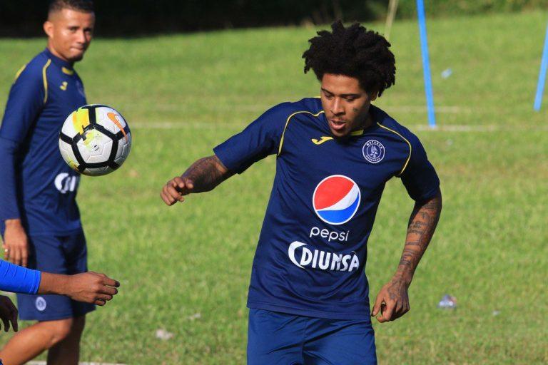 Alajuelense descarta al defensor Henry Figueroa
