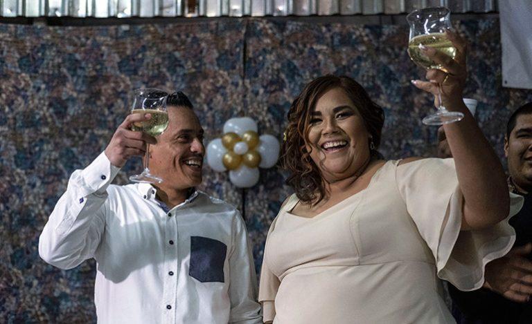 Luego de conocerse en albergue, migrante hondureño y mexicana se casan