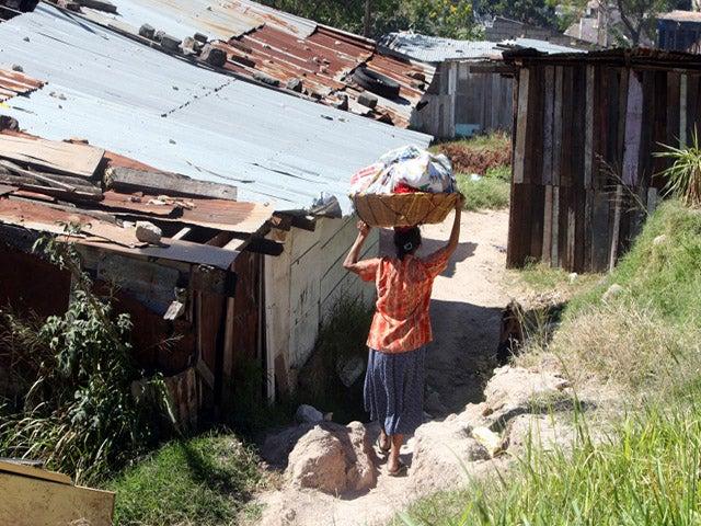 Economistas: desempleo, subocupación, pobreza y exclusión social afecta a mayoría de hondureños