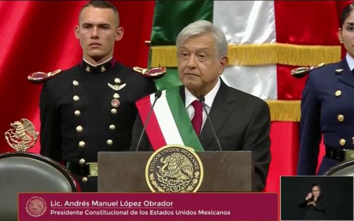 Con un discurso esperanzador y dura crítica al neoliberalismo Andrés Manuel López Obrador – AMLO – toma posesión