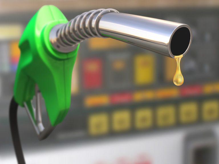 Más de un lempira bajarán los combustibles en el último día de 2018