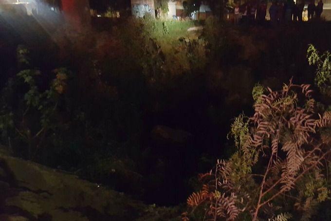 Aparatoso accidente: vehículo cae en hondonada del río Guaratoro