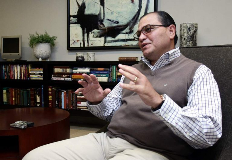 Pastor Solórzano: Sistema educativo no mejoraría ni con Jesucristo de ministro