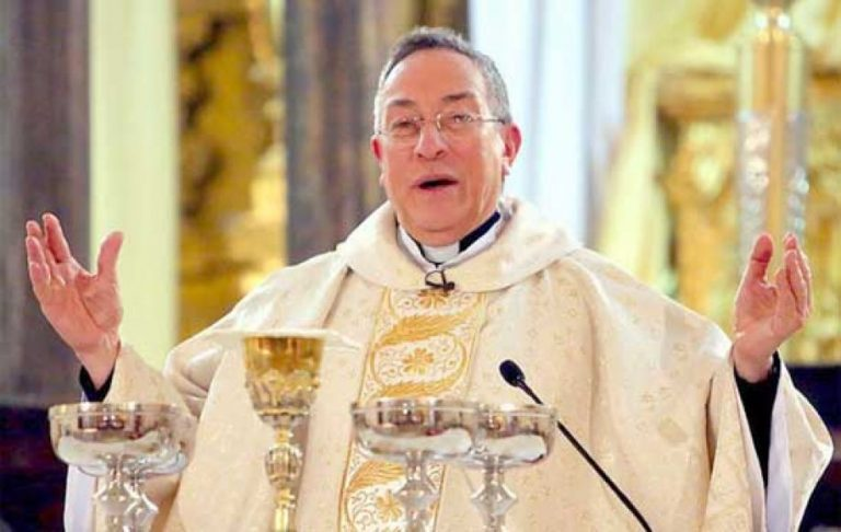 "Cardenal Rodríguez: ""¿Adoro al verdadero Dios o adoro a los ídolos del poder?"""