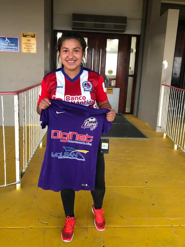 Fátima Romero del Olimpia femenino al fútbol extranjero