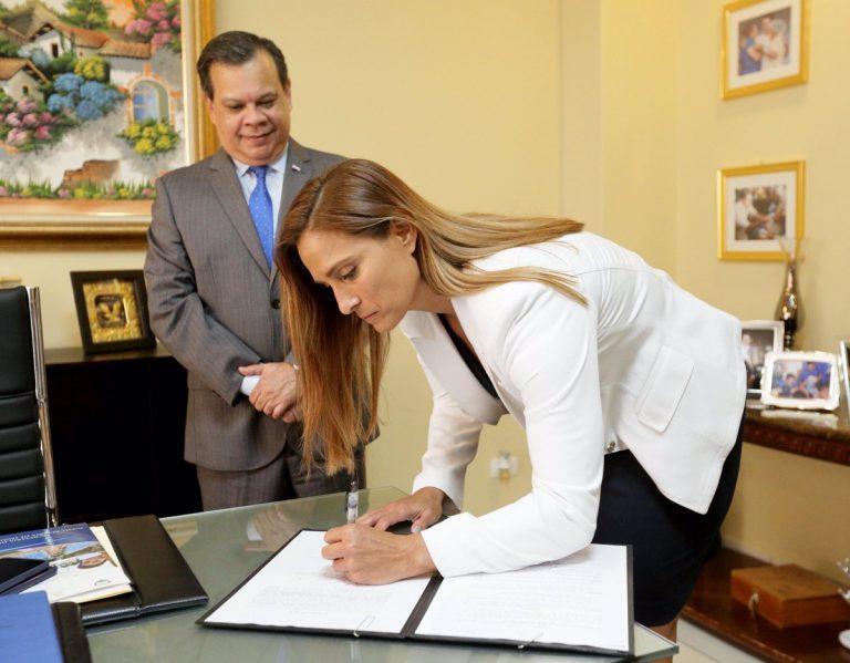 Juramentan a dos nuevos funcionarios en el Poder Ejecutivo de Honduras