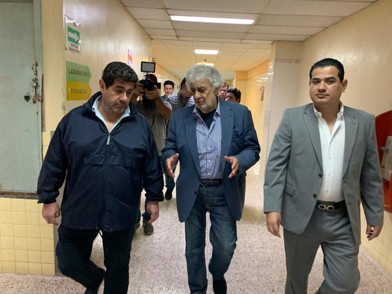 Plácido Domingo está en Honduras y se conmueve al conocer crisis del HEU