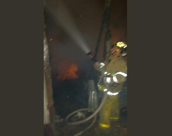 Estaban en la iglesia cuando un incendio en los bordos de El Limonar quema dos viviendas