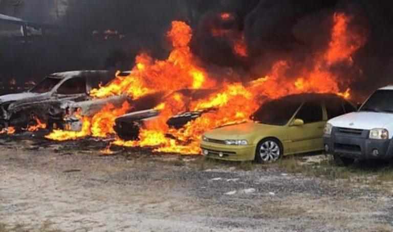 Voraz incendio consume vehículos incautados por la OABI en Tegucigalpa