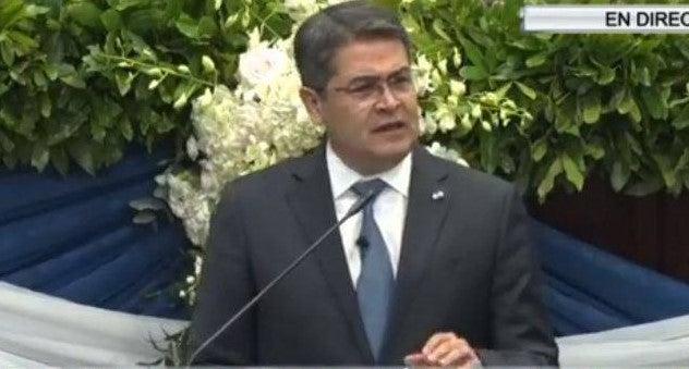 Juan Orlando Hernández: Hemos construido 25 mil casas y tendremos 26 mil policías en tres años