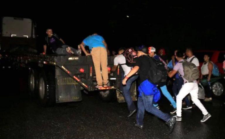 Policía pretende parar caravana: refuerzan seguridad en frontera con Guatemala