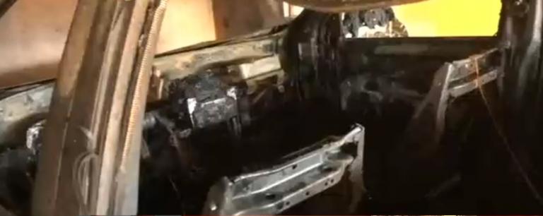 Una camioneta Kia pone en aprietos a su propietario al incendiarse en un motel de San Pedro Sula