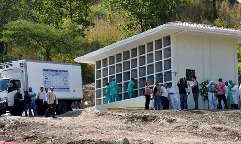 VÍDEO: Medicina Forense realiza sepelio de 42 cadáveres nunca reclamados