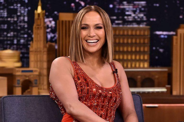 Jennifer López alista una gran sorpresa para su 50 años