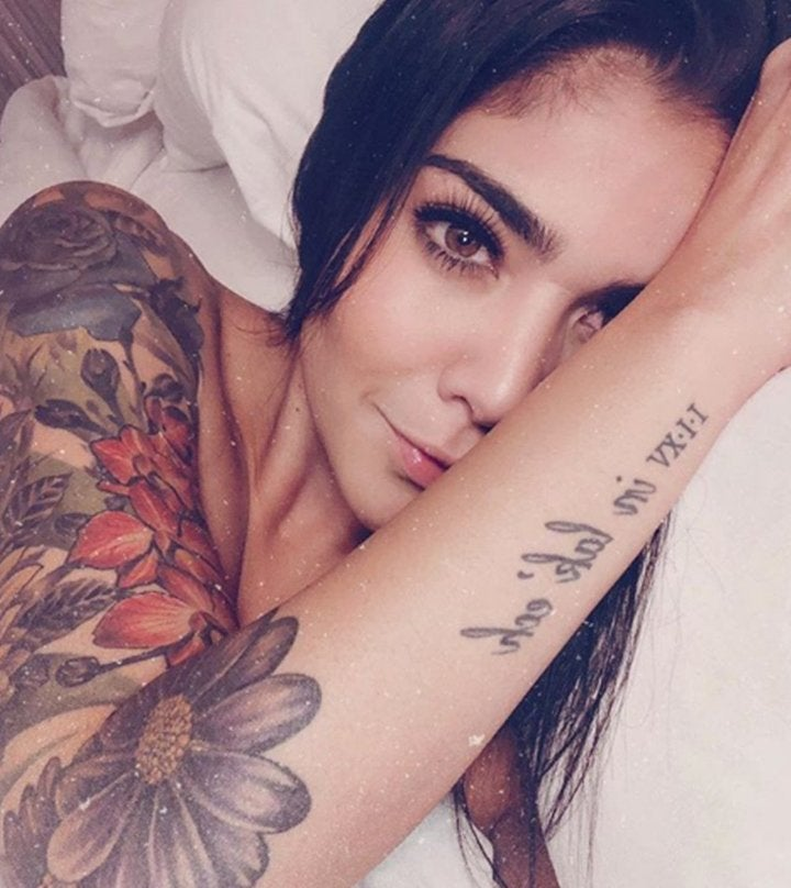 Erika Fernández de Fox Sports se desnuda por sus 'amores perros'