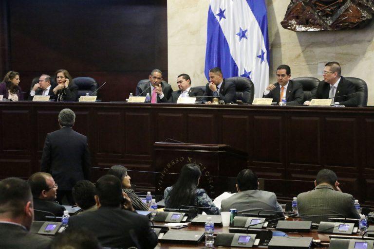"""CN suspende la discusión del Artículo 115 """"para socializar"""" tras denuncia de opositores"""