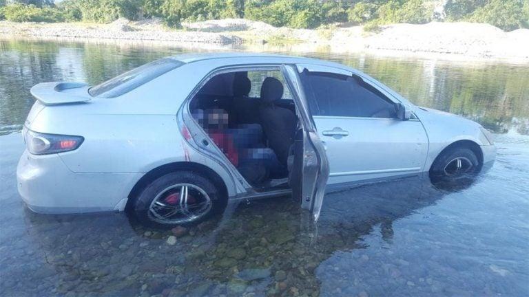 La Ceiba: hallan 2 cuerpos en el interior de un auto en medio de un río