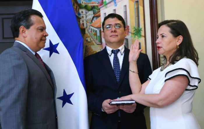 Juramentan a Norma Cerrato Sabillón como nueva vicecanciller de Honduras