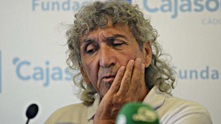 Mágico González cumple 61 años y el mundo del fútbol le rinde tributo