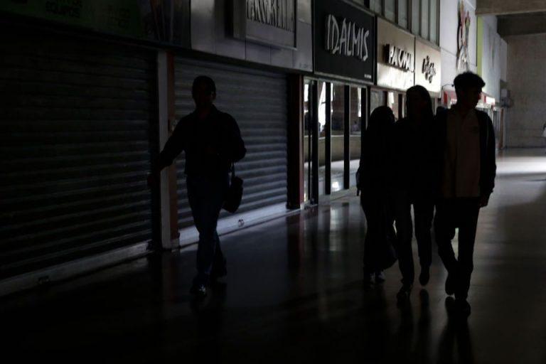 Venezuela: Suspenden actividades por 24 horas a causa de apagones