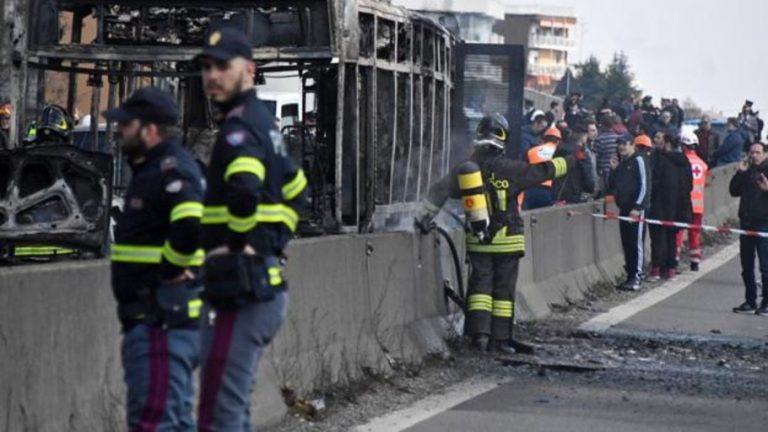 Trágedia: senegalés incendia autobus con 51 niños adentro