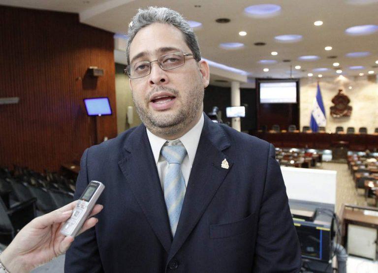 Declaran inadmisible querella interpuesta contra periodista Carlos Martínez