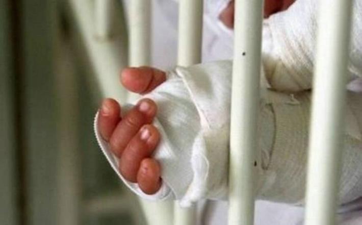 Comayagüela: bebé sufre quemaduras tras meter su mano en agua hirviendo
