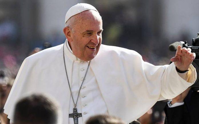 Papa Francisco dona medio millón de dólares
