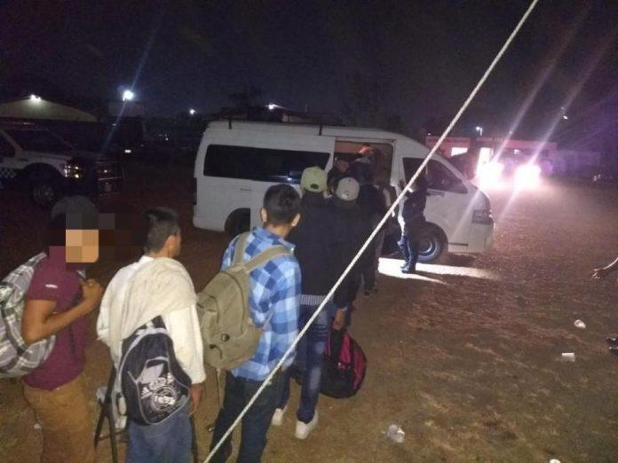 Rescatan a 60 migrantes
