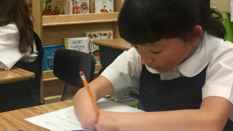 EEUU: niña que nació sin manos gana el Concurso Nacional de Escritura de Zaner-Bloser